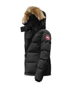 Discover the new season collection of Canada Goose at our shop. Our range of Canada Goose down coats and jackets are perfect for the cold weather. Just buy online! Canada Goose Women, Canada Goose Parka, Canada Goose Jackets, Milan Fashion Weeks, New York Fashion, Goose Down Coats, Navy Parka, Green Parka, Green Coat