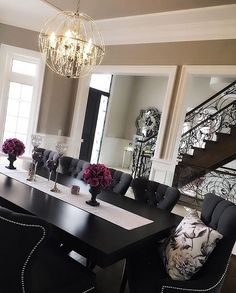 Black Dining Room Decor ideas - How do you style a black dining table? Black Dining Room Decor ideas - How do I decorate my dining room? Dining Room Design, Black Dining Room Table, Dinning Room Table Decor, Kitchen Dining, Black Dining Room Furniture, Dining Chairs, Black Table, Kitchen White, White Furniture