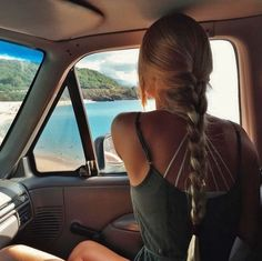 Uploaded by inspiration. Find images and videos about girl, hair and summer on We Heart It - the app to get lost in what you love. My Hairstyle, Cute Hairstyles, Makeup Hairstyle, Summer Hairstyles, Hairstyle Ideas, Hair Inspo, Hair Inspiration, Surfergirl Style, Summer Aesthetic