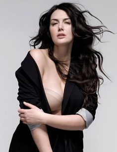 Johanna Dray- Plus Size Fashion Model