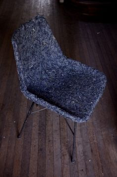 Primer prototipo: chair molded from Demode'--(fabric waste, 100% polyester, and starch adhesive). Santiago, Chile.