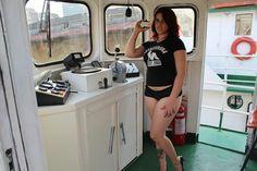 Toda simpatia de Luccy Joplin em ensaio especial - Testosterona Blog Blues, Shirt Dress, T Shirt, Dresses, Fashion, I'm Single, You Are Special, Gorgeous Women, Fotografia