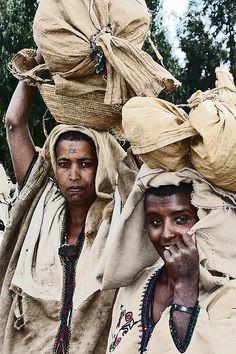 Women carrying sacks on their head, Godjam area, Ethiopia by Eric Lafforgue, via Flickr