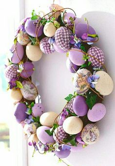 Easter Decorations and Spring Easter Egg Wreath Easter Arts And Crafts, Easter Egg Crafts, Easter Projects, Spring Crafts, Easter Eggs, Easter Ideas, Diy Osterschmuck, Diy Easter Decorations, Diy Ostern