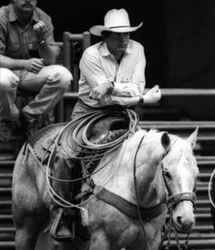 Ok yep this is officially my favorite picture of George Strait Country Music Artists, Country Music Stars, Country Singers, Cowboy Horse, Cowboy Up, George Strait Family, Young George Strait, King George, Country Boys
