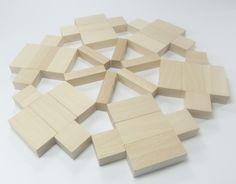 Mandala malen- du kannst auch am Anfang Mandalas legen. Das geht etwas einfacher, als Mandalas zu malen. Denn du hast vorgegebene Strukturen. Damit musst du nur noch ein symmetrisches Muster legen.  Foto: Mandala aus Fröbelbausteinen der sog. Spielgabe 6.  Mehr Infos zu Spielgabe 6:  http://www.friedrich-froebel-online.de/s-p-i-e-l-g-a-b-e-n/6-spielgabe/ Hier kannst du die Bausteine der Spielgabe 6 kaufen:  http://www.friedrich-froebel-online.de/shop/spielgaben/spielgabe-6-holzbausteine/