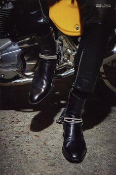 Men and Leather - Leatherswede: Saint Laurent biker boots Saint Laurent Paris, Saint Laurent Boots, Paris Saint, Leather Fashion, Fashion Boots, Mens Fashion, Botas Outfit, Gentleman Shoes, Estilo Rock