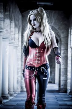 Character: Harley Quinn. Version: Injustice. Gods Among Us, Arkham City. Cosplayer: Lady Jaded.Photogrpher: Gary Parris.