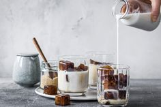 Eiskaffee mit Mandeldrink - Rezepte | fooby.ch Valeur Nutritive, Breakfast Snacks, Sorbet, I Love Food, Parfait, Glass Of Milk, Catering, Panna Cotta, Food Photography