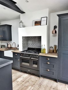 17 Gorgeous Grey Blue Kitchen That Trend Right Now White Kitchen Cabinets Blue gorgeous Grey Kitchen Trend Grey Kitchen Designs, Interior Design Kitchen, Küchen Design, Home Design, Design Trends, Design Ideas, Home Decor Kitchen, Home Kitchens, Kitchen Furniture