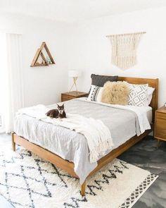 home decor bedroom design Stylish Bedroom, Cozy Bedroom, Home Decor Bedroom, Bedroom Furniture, Scandinavian Bedroom, Bedroom Rugs, Bedroom Lamps, Wall Lamps, Wall Decor