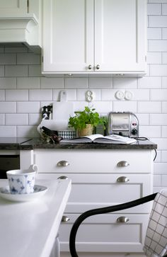 House of Philia Kitchen Tiles, Kitchen Flooring, Kitchen Dining, Small Space Kitchen, Kitchen Corner, Home Decor Kitchen, Kitchen Interior, House Of Philia, Dining Room Inspiration