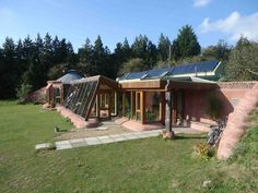 earthship home ideas cob houses, earthship home ideas sustainable living, earthship home ideas floor plans, earthship home ideas building, earthship home ideas bottle wall Earthship Home Plans, Earthship Design, Planos Earthship, Maison Earthship, Underground Homes, Natural Homes, Earth Homes, Natural Building, Modern Architecture House