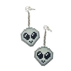 外星人 Alien on a Chain Dangle Earrings - Mini Perler Beads, Mini Hama Beads, Fuse Beads, Emoji Jewelry, Kewlery, Sci-Fi Earrings