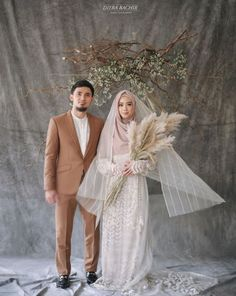 Ideas Photography Wedding Hijab For 2019 Muslim Wedding Gown, Muslimah Wedding Dress, Muslim Wedding Dresses, Hijab Bride, Pre Wedding Photoshoot, Wedding Poses, Couple Photography Poses, Fashion Photography, Photography Ideas