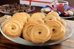 Deliciosii biscuiti danezi cu vanilie pot fi facuti foarte usor la tine acasa. Romanian Desserts, Romanian Food, My Recipes, Sweet Recipes, Cookie Recipes, Homemade Sweets, Good Food, Yummy Food, Breakfast Snacks