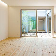 中庭。明るくて爽やかでいい感じ。  #グランハウス #設計事務所#住宅#家  #設計#中庭#シンボルツリー#庭  #ウッドデッキ#お庭#中庭のある家   #建築士#二級建築士#一級建築士  #マイホーム#パイン材#おしゃれな家  #おしゃれな庭#パイン材#無垢材#床材