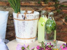 Sirva no seu picnic águas aromatizadas com limão, hortelã ou morango, sucos naturais, chás gelados e outras opções para bebidas refrescantes!