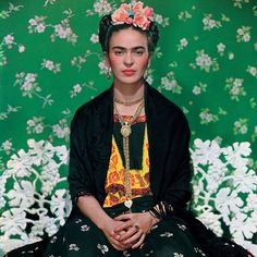 Just Vogue : Frida Kahlo Nearly 60 years after her death, artist Frida Kahlo graced the cover of Vogue. Vogue Mexico used photographer Nickolas Muray 's iconic 1939 portrait of Kahlo taken in New York for a November 2012 supplement cover to coincide. Frida E Diego, Frida Kahlo Diego Rivera, Old Posters, Nickolas Muray, Tomie Ohtake, Foto Portrait, Mexican Artists, Victoria And Albert Museum, Beautiful People