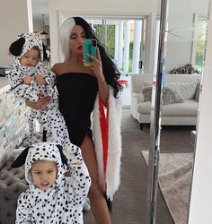 Tammy Hembrow dressed as cruella de ville with Dalmatians costume for Halloween October 2018 Couples Halloween, Pregnant Halloween Costumes, Halloween Outfits, Halloween Party, Mother Daughter Halloween Costumes, Baby Halloween Costumes For Girls, Disney Family Costumes, Disney Villain Costumes, Baby Girl Halloween Costumes