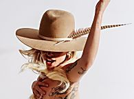 Lady Gaga faz topless para promover novo single