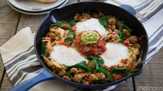Bold flavors and plenty of spice make this hearty Mexican breakfast hash delish Mexican Breakfast Recipes, Brunch Recipes, Mexican Food Recipes, New Recipes, Cooking Recipes, Ethnic Recipes, Breakfast Hash, Breakfast Casserole, South American Dishes