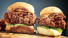 On the quest for perfect fried chicken sandwich! Somehow i cant seem to find the middle way. Sometimes its too crunchy sometimes it gets soggy too fast. So if anyone got a recipe they would recommend I'd love to hear! Vienna Food, Perfect Fried Chicken, Fried Chicken Sandwich, Food Inspiration, Hamburger, Sandwiches, Middle, Lunch, Dinner