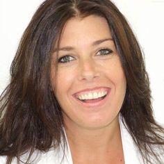 Isabelle van Rijn   Eigenaar & Behandeld Specialist. U bent bij Team Beauty Care Nederland in vertrouwde handen. Honderden tevreden klanten gingen u voor en als toegewijd en ervaren team hebben we inmiddels meer dan 1000 succesvolle behandelingen verricht op het gebied van Micro Hair Pigmentation (MHP) / Scalp Micro Pigmentation (SMP), camouflage van haartransplantatie littekens, dermatografie, Derma Stimulation Treatment (DST) en verwijdering van tatoeages of vervaging voor een cover-up…