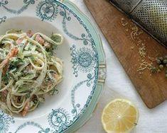 Romerige pasta met salm en aspersies