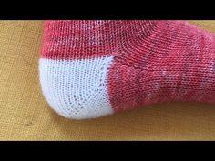 Tricoter un talon de chaussette en rangs raccourcis pour un pied ayant un cou-de-pied fort demande une petite adaptation de la technique avec 2 petites étapes supplémentaires. Knitted Hats, Knit Crochet, Socks, Make It Yourself, Knitting, Pin Terest, Points, Videos, Knitting Socks