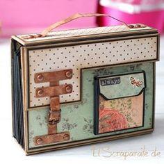 Tutorial scrapbooking Album suitcase - Away Suitcase Mini Album Scrapbook, Scrapbook Paper, Online Scrapbook, Style Scrapbook, Album Photo Original, Mini Albums Photo, Tutorial Scrapbook, Album Maker, Mini Album Tutorial