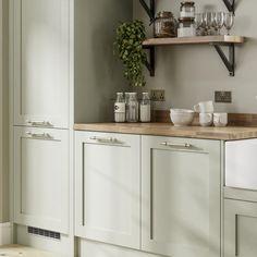 Light Green Kitchen, Green Kitchen Island, Green Kitchen Walls, Light Green Walls, Sage Kitchen, Green Kitchen Cabinets, Kitchen Colour Schemes, Kitchen Cabinet Colors, Sage Green Walls