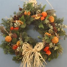 Traditional Scented Christmas Wreath with Cinnamon Sticks Christmas Door Wreaths, Christmas Swags, Christmas Tea, Holiday Wreaths, Christmas Crafts, Thanksgiving Decorations, Xmas Decorations, Christmas Flowers, Party