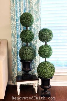 DIY Topiary Trees on a Budget! - Making DIY large outdoor topiary trees is so ea. Porch Topiary, Outdoor Topiary, Boxwood Topiary, Topiary Trees, Topiary Decor, Porch Trees, Porch Plants, Flower Decoration, House Plants