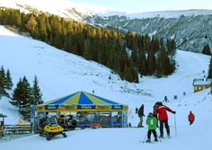 there are plenty of opportunities at the ski resort Koralpe. Beginners, intermediates and advanced are welcome. Weekend Deals, Washington Dc, Travel Guide, Skiing, Travel Destinations, Mountains, Winter, Outdoor, Ski