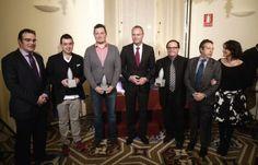 El presidente de la Generalitat Alberto Fabra entrega el premio como 'Mejor Restaurante de 2013' a Ricard Camarena por Central Bar. El premio lo concede el Almanaque Gastronómico de la Comunitat Valenciana. Central Bar, Michelin Star, Door Prizes, Restaurants