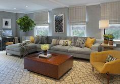 symmetrische Muster Couchtisch Massivholz gelber Sessel Wanddeko