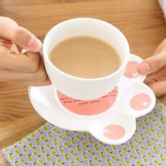 Tasse für Katzenfans – mit Pfotenuntersetzer. Findet ihr auf Etsy.