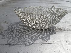 Slip Dipping - Lace into pottery. Ideas for metal clay. Ceramic Clay, Ceramic Plates, Porcelain Ceramics, China Porcelain, Ceramic Pottery, Crochet Bowl, Crochet Art, Cerámica Ideas, Ceramic Techniques
