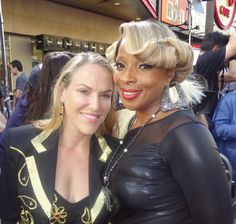 Mary J Blige ~ more info on this pic here...    http://natalierotman.tumblr.com/post/24732414700/tom-cruise-is-my-rock-star-so-here-is-the-real