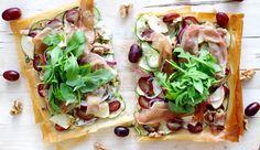 """Eenplaattaart is zo'n gerecht waar je alle kanten mee op kunt en vrijwel niet kan mislukken. Ik houd ervan! Het is een kruising tussen een pizza en een hartige taart en je kunt 'm beleggen met alles wat je lekker vindt (of nog in huis hebt liggen). Meestal wordt hier... <a href=""""http://cottonandcream.nl/plaattaart-van-filodeeg-met-druiven/"""">Read More →</a>"""