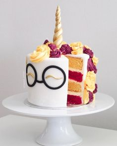 Stunning Harry Potter Cakes for All Potterheads! Beautiful Harry Potter c. - Stunning Harry Potter Cakes for All Potterheads! Beautiful Harry Potter cakes (and cupcakes! Bolo Harry Potter, Gateau Harry Potter, Harry Potter Birthday Cake, Harry Potter Food, Harry Potter Baking Recipes, Harry Potter Desserts, 7 Cake, Cupcake Cakes, 21st Cake