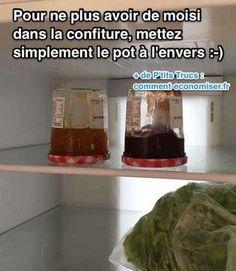 les pots de confiture sont mis à l'envers dans le frigo