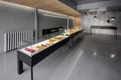 The A La Folie pastry shop in Montreal is a collaboration between Atelier Moderno, an architecture and design firm, and Anne Sophie Goneau, an interior designer. Patisserie Design, Bakery Shop Design, Cafe Design, Store Design, Logo Patisserie, Decoration Patisserie, Interior Design Advice, Commercial Interior Design, Commercial Interiors