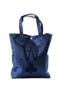 Semi shiny nylon tote bag with monochrome printed AA logo, handles and a single button closure.  - Side pockets and single button closure. - Height 40 cm x width 33 cm x depth 8,5 cm. - 100 % Nylon.