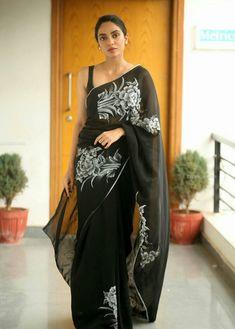 Saree Wearing Styles, Saree Styles, Indian Dresses, Indian Outfits, Event Dresses, Casual Dresses, Saree Dress, Sari Blouse, Sari Design