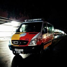 BUENAS NOCHES, BUENA GUARDIA con el SAMUR !!  http://www.ambulanciasyemergencias.co.vu/2015/11/SAMUR2.html #Samur #preventivo #Samu #Summa #Sem #emergencias #ambulance #ambulanza #ambulancias