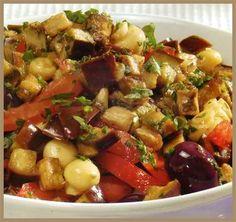 ensalada de berenjena, tomates y champiñones