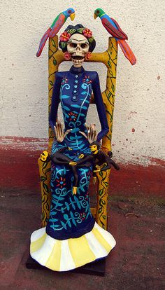 Catrina de Frida Kahlo sentada. by el_catrinero, via Flickr