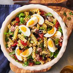 """Sonja Bakker op Instagram: """"Deze Italiaanse pastasalade komt uit mijn nieuwe boek Bella Italia -deel 2. Ik geef jullie alvast het recept. 😀 ACTIE!!! Je leest het…"""" Spaghetti Bolognese, Cobb Salad, Instagram, Italia"""